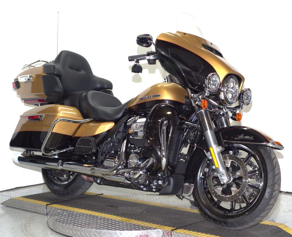 Zieglerville - 4 Harley-Davidson ELECTRA GLIDE ULTRA LIMITED - Snowmobile  Trader